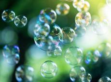 Zeepbellen zwevend in de lucht